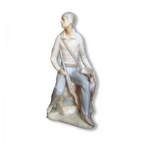 Figurine en porcelaine restaurée